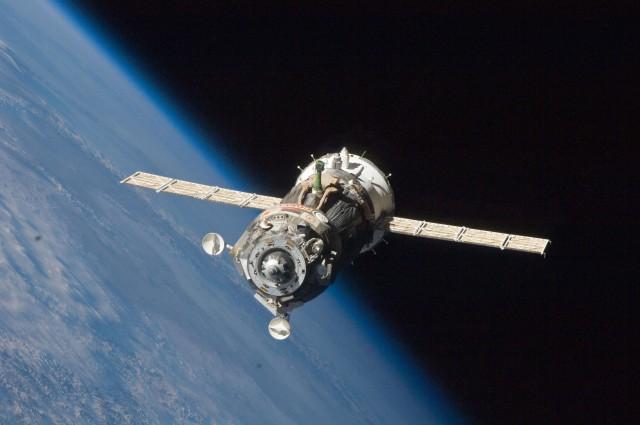 Soyuz_TMA-19_spacecraft_departs_the_ISS
